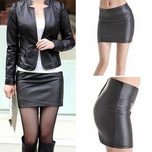 Dresses & Skirts - Black vegan leather mini skirt 🖤👌🏼 NWOT